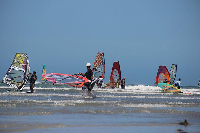 Jak wygląda nauka windsurfingu?