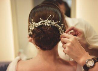 Modna fryzura ślubna powinna mieć ładne dodatki